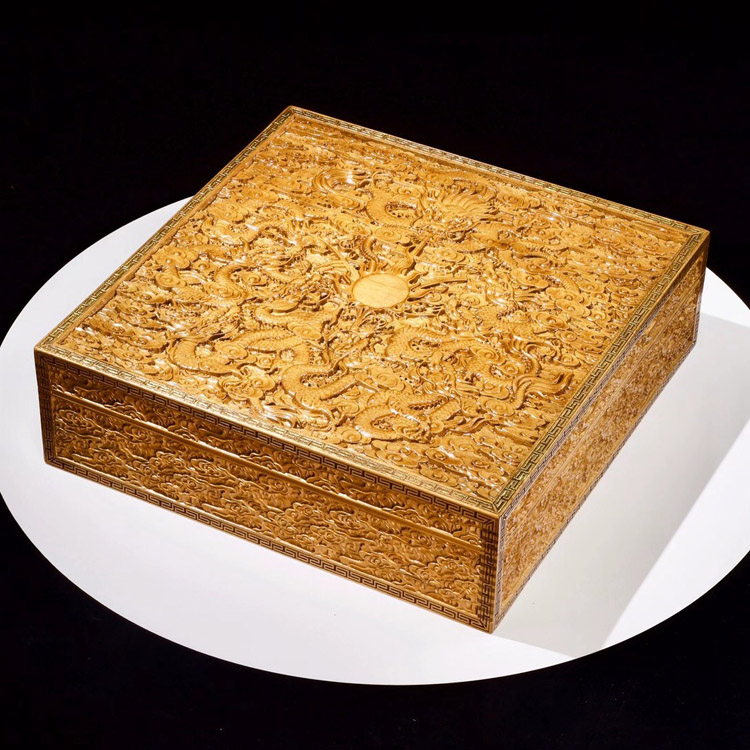 金丝楠木满雕九龙至尊盒